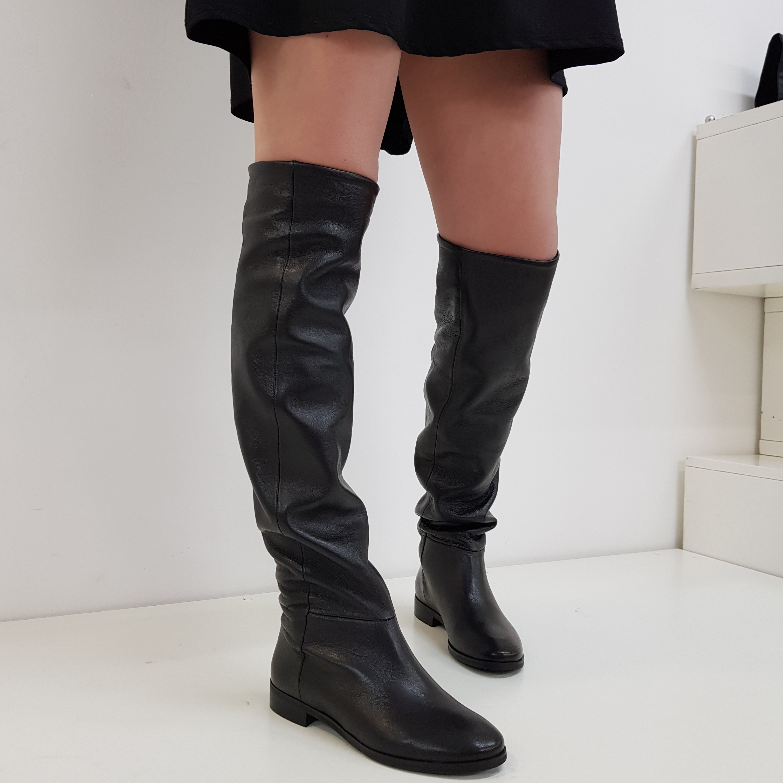 Stivale sopra il ginocchio in pelle nero